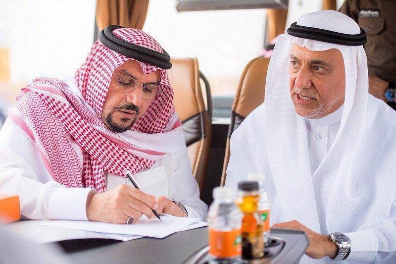 """أمير القصيم يدشن عددا من مشاريع """"دواجن الوطنية"""" ويطلق الهوية الجديدة للشركة"""